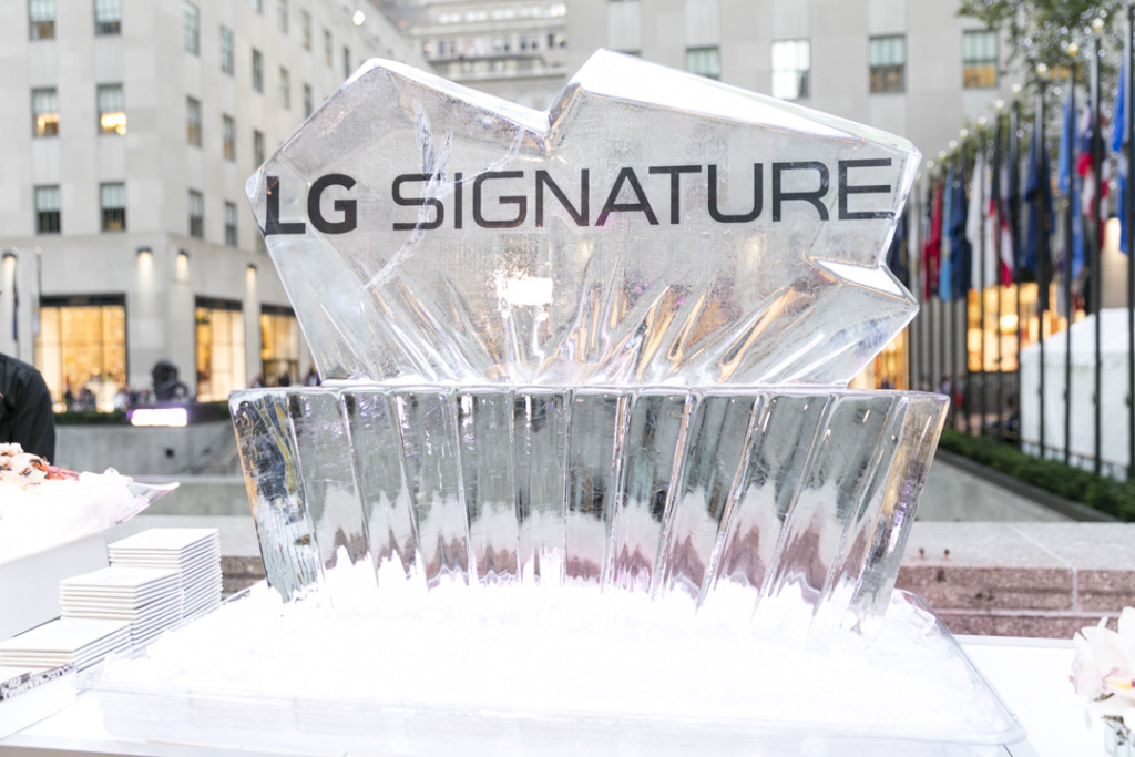 lg_signature_ice_sculpture